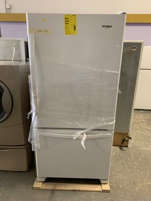 33by67 NEW WHIRLPOOL BOTTOM FREEZER AND TOP FRIDGE WITH WARRANTY for Sale in Lake Ridge, VA