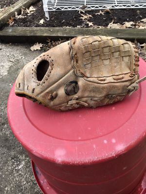 Fastback baseball glove for Sale in East Cleveland, OH