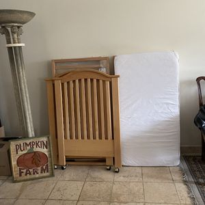 Beautiful Wooden Large Crib for Sale in Miami, FL