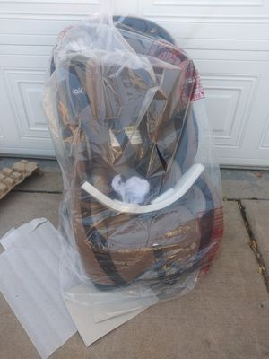 Like-New Safety 1st Air Car Seat w/ Chicco Box for Sale in Phoenix, AZ