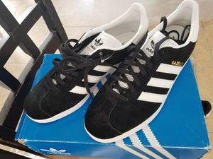 Adidas women Gazelle Size 9 for Sale in Kissimmee, FL