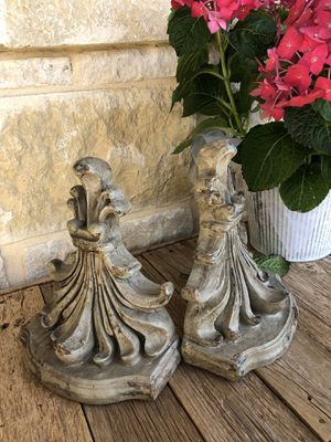 Pair beautiful wall shelves// bookends for Sale in San Antonio, TX