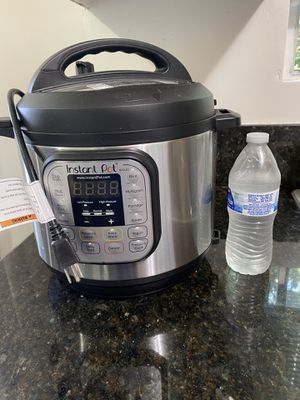 Instant Pot Duo. Almost new! $40 OBO. No delivery. for Sale in Los Angeles, CA