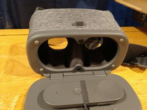 Google daydream view VR headset like HTC vibe/Oculus for Sale in Brookfield, IL