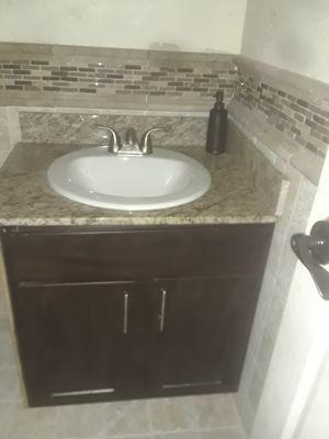 Gavinet para bano completo listo listo para instalarse el top es de granito for Sale in Garland, TX