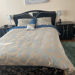 Bedroom queen set for Sale in Prospect Heights, IL