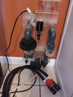 Fish tank filter and skimmer and light for Sale in Dundalk, MD