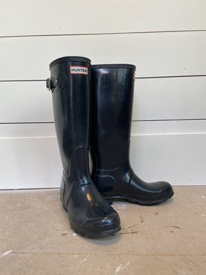 Hunter rain boots tall. navy. Size 7. for Sale in Fairless Hills, PA