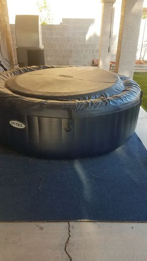 Barely used hot tub for Sale in Las Vegas, NV