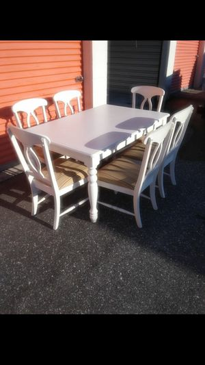Dinning Table By Broyhill for Sale in Orlando, FL