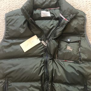 Burberry Black Down Puffer Vest Jacket Mens Size / XL Green for Sale in Stockton, CA
