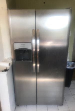 "Frigidaire Refrigerator ""lightly used "" for Sale in Brentwood, PA"