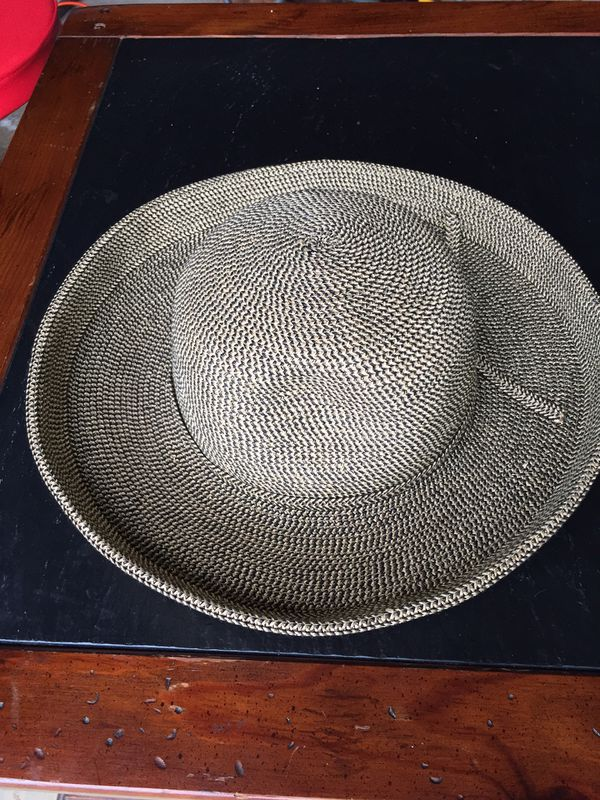 Sun N Sand Stylish flexible Gold/ Beige sunblocker hat !
