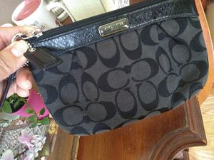 Coach Black Wristlet in Very good Condition 👍 Clean for Sale in Glendale Heights, IL
