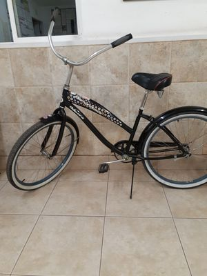 "Diamond Back Della Cruz Lady""s bicycle,but a guy May ride it 26"" new tires front And back.Rides smooth for Sale in Corona, CA"