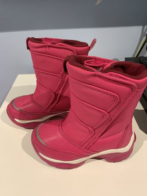 Snow boots for girl size 8 c for Sale in Azusa, CA