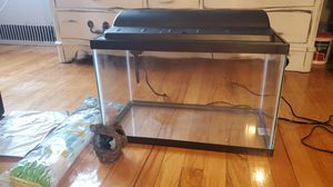 FISH TANK Aqueon 10 gallon with ACCESSORIES!!! for Sale in Queens, NY