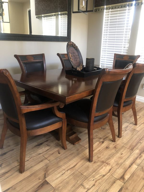 Very nice dining room set