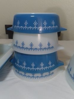 Snowflake Garland Pyrex Casseroles for Sale in San Dimas,  CA