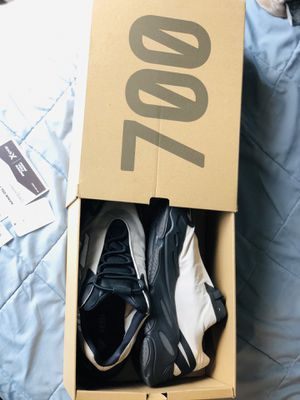 Adidas Yeezy Boost 700 MNVN BONE (size 11) for Sale in Streamwood, IL