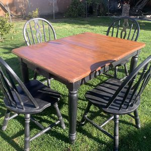 NICE DINING TABLE WITH CHAIRS for Sale in Fresno, CA