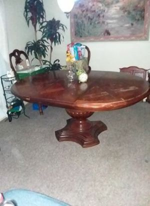 """Thomasville walnut 72"""" dining room, 2 captain chairs, 4 regular chairs, and center leaf. for Sale in Bellview, FL"""
