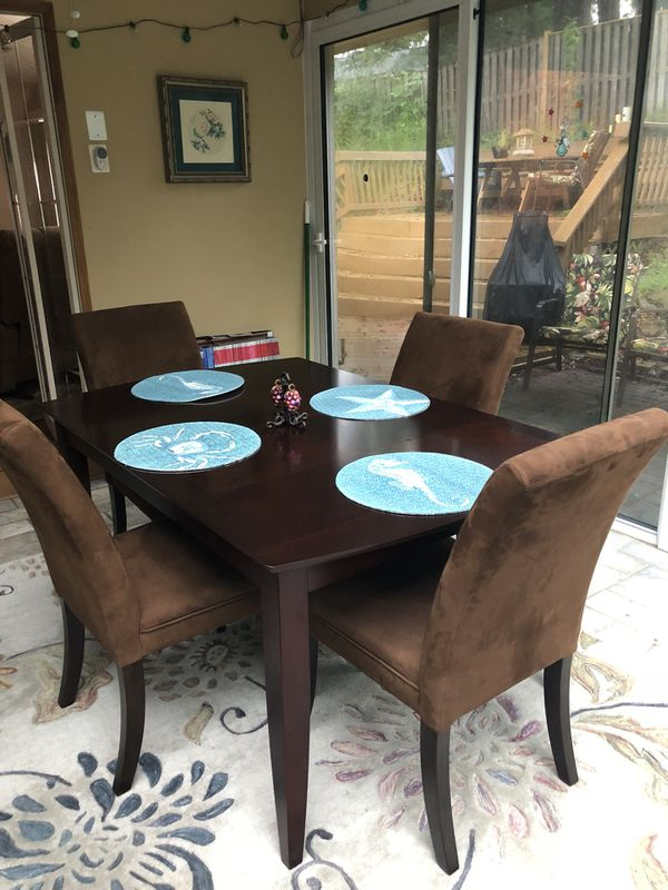 Dining table, 4 chairs and leaf