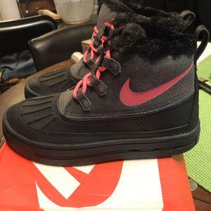 NEW Nike Big Girls' Woodside Chukka 2 Boots - Sz 5.5Y for Sale in Boston, MA