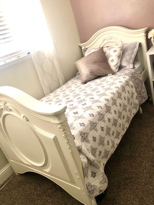 TWIN BED SET OF 2 (EXCELLENT CONDITION) for Sale in Fresno, CA