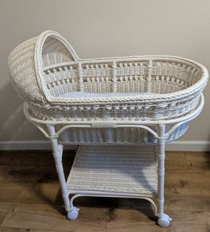 BRAND NEW Wonderful Pottery Barn Kids White Wicker Bassinet. PRICE IS FIRM for Sale in Kirkland, WA