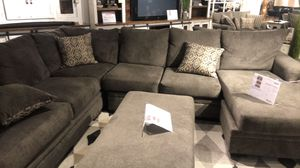 American Furniture Warehouse grey couch for Sale in Fort Worth, TX
