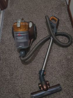 Bissell Model 1547 Hard Floor Expert Vacuum Cleaner . Excellent and Works Good for Sale in Everett,  WA