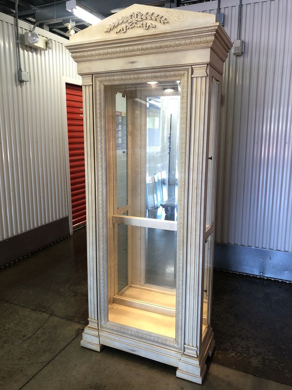 Beautiful display cabinet $395