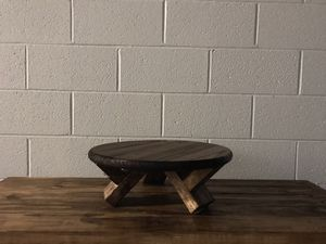 Round breakfast table for Sale in Sheffield Lake, OH