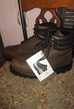 Refrigiwear men's work boots for Sale in Fontana, CA