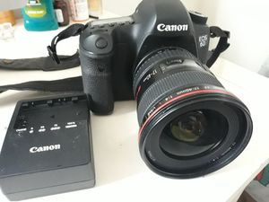 Canon eos 6D dslr camera, lens and charger for Sale in La Mesa, CA