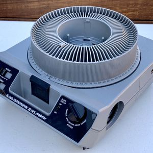 Kodak Slide Projector Ektagraphic III ATS (same as AMT)+ Carousel Remote, Bulb for Sale in Oakland, CA