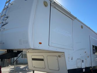 Holiday rambler Next Level Toy Hauler 40 Ft for Sale in Rialto,  CA