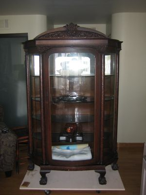 Antique curio cabinet for Sale in Los Angeles, CA