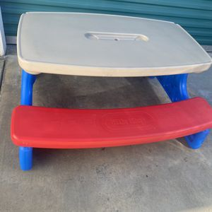 Kids Little Tikes Folding Picnic Table In Great Condition for Sale in Long Beach, CA