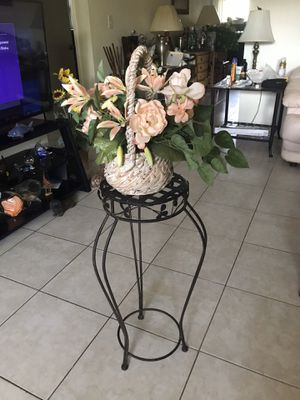 Plant stand for Sale in Fort Lauderdale, FL