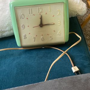 Vintage Electric Working Kitchen Clock for Sale in Santa Ana, CA