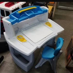 Step2 Deluxe Art Master Kids Desk - for Sale in Columbus, OH