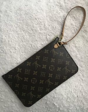 Authentic Louis Vuitton Monogram Neverfull MM Pouch Pochette Clutch Wristlet for Sale in Glendale Heights, IL
