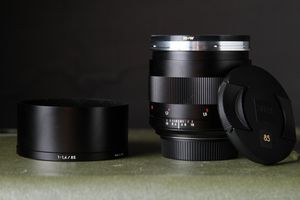 ZEISS Planar T* 85mm f/1.4 ZE Lens for EF Mount for Sale in Los Angeles, CA