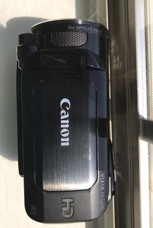 Canon Vixia HF S200 w/ vanguard Tripod for Sale in Manassas, VA