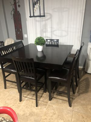 Dinning table for Sale in Nuevo, CA