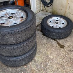 "Chevy Silverado 1500 18"" Factory Wheels and Tires for Sale in Acworth,  GA"