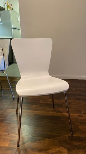 White modern kitchen table chairs for Sale in New York, NY
