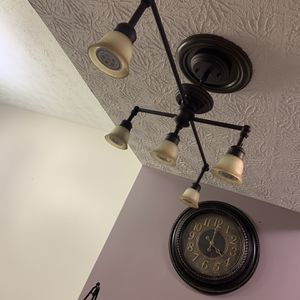 Kitchen Light LES for Sale in Hilliard, OH